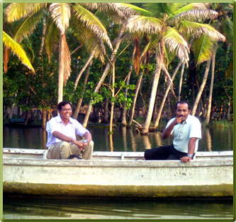 India Ayurveda health holidays, doctors going home by canoe.