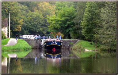European barging vacations in Burgundy about L'Art de Vivre.