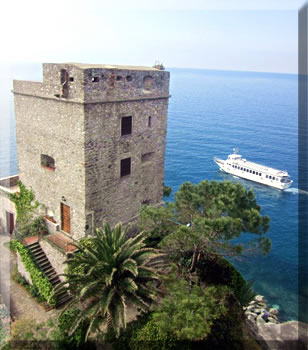 Cinque Terre travel and accommodation, ferries, buses and trains.