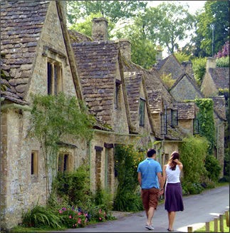 Cotswold village: holiday travel tips in England.