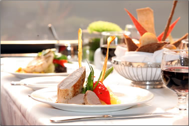 GoldLeaf Service dining car with delicious meals and first class service.