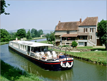 Barge cruises in France and Britain, European barging vacations holidays, French Country Waterways barge, Esprit.