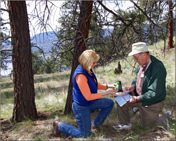 Geocaching with Dad: Grandma Wears Hiking Boots, Okanagan Valley tourism outdoors.