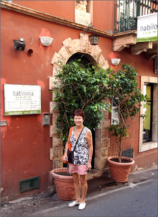 Fifty-plus and love Italy? Try a senior-friendly Italian language learning program in Sicily.