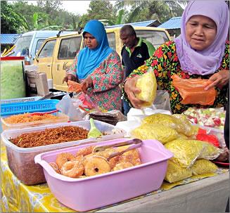 Kuala Medang farmers market, food for sale.