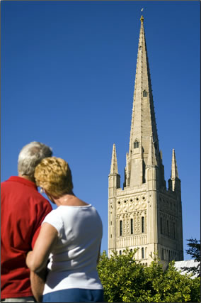 Norwich Cathedral: money saving travel tips in Britain.