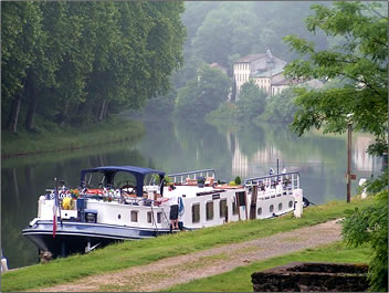 Saint Louis barge cruises the unspoiled waterways of southwest France.