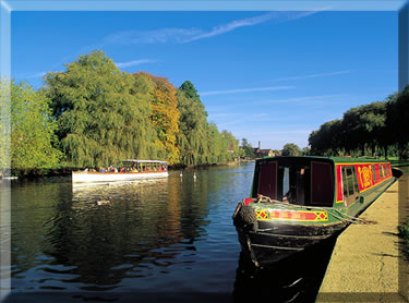 Narrow boating vacations on river near Stratford-upon-Avon, England.