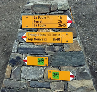 Signage en route, senior-friendly hiking in Europe, hiking Italy France and Switzerland.