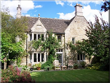 House and pet sitting an historic home in Britain: house sitting holidays worldwide.