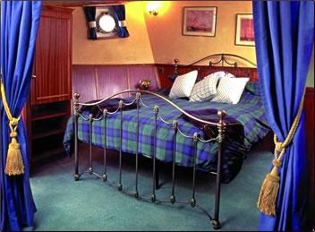 Scottish Highlander barge bedroom, Scottish Highlands nature holidays.
