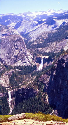 Glacier Point view of Sierra Nevada Mountains in Yosemite National Park.