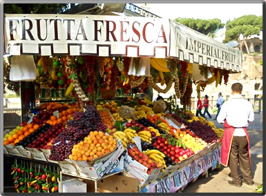Fruit stand in Rome: safe and fun solo travel.