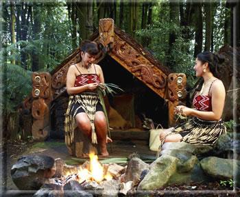 Maori weaving demonstration: Rotorua Maori cultural travel.