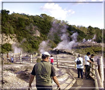 Hotsprings: Rotorua New Zealand travel articles.