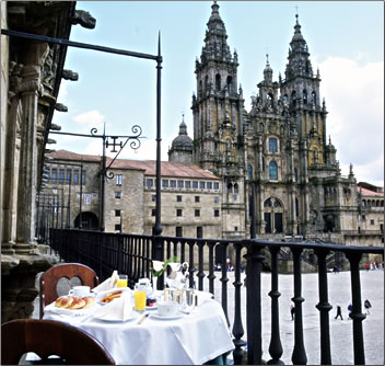 Spanish parador at Santiago de Compostela offers sleeping with history.
