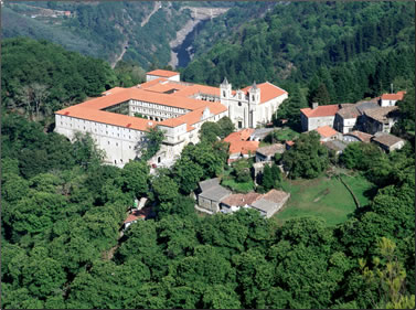 Spanish parador at Santo Estuvo offers sleeping with history.