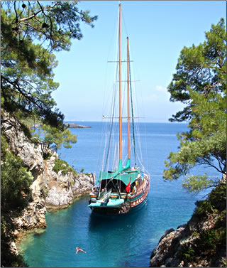 An article about an archaeological cruise of Turkey's Lycian west coast on a traditional gulet.