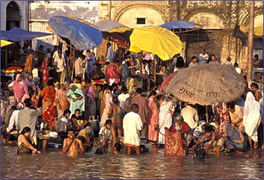 Varanasi in India: pilgrimage journeys and tour destinations.