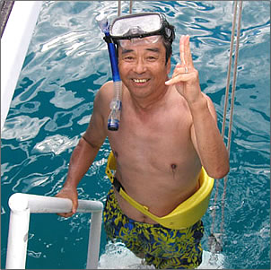 Volunteer vacation with Wild Dolphin Foundation, Oahu, Hawaii.