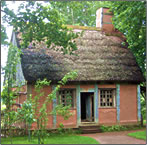 Article about travel around Nova Scotia's Bay of Fundy coast, including historic accommodations.