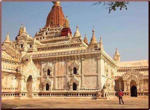 Ananda Pagoda, Bagan, Myanmar.
