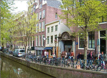 Homeless Tour of Original Tours & Events Amsterdam give homeless people a chance to tell their story and earn a living as guides.