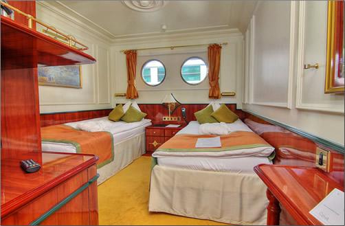 Royal-Crown-Cabin