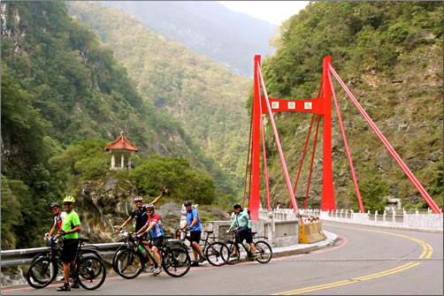 Taiwan-Grasshopper-Adventures-Cycling-Group