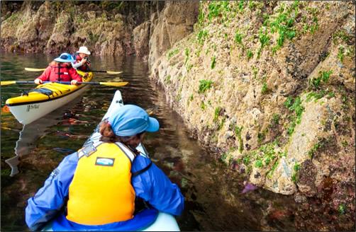 BC-Kayakers-at-Rock-Face-Gods-Pocket