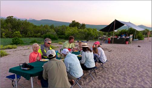 Galapagos-Beach-Camp-Meal
